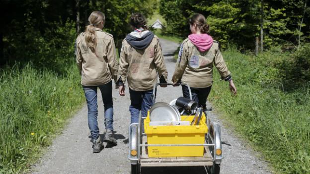 Schweizer Pfadfinderinnen im Pfingstlager im Sommer 2013.