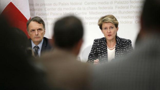 Bundesrätin Simonetta Sommaruga und Mario Gattiker vom Bundesamt für Migration an der Medienkonferenz zu Kroatien.