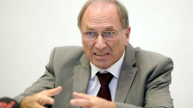 Der Zürcher Regierungsrat Martin Graf an einer Medienkonferenz zum Fall «Carlos».