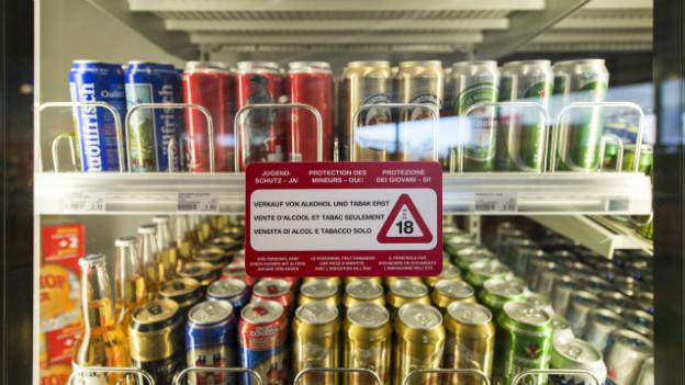 Wie soll es weitergehen mit dem Alkoholgesetz? Davon betroffen wäre auch der Verkauf von Alkohol an Jugendliche.