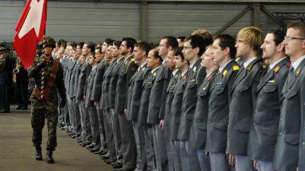 Die Schweizer Bevölkerung will die Wehrpflicht beibehalten.