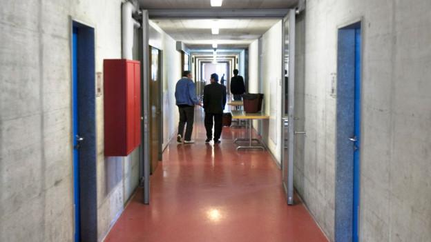 Asylverfahren sollen in sogenannten Bundeszentren schneller abgewickelt werden.