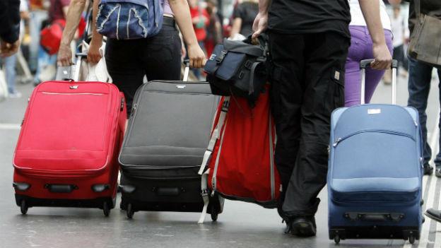 Transportieren lassen statt selber schleppen. Der Gepäckservice der SBB kostet 48 CHF pro Gepäckstück.