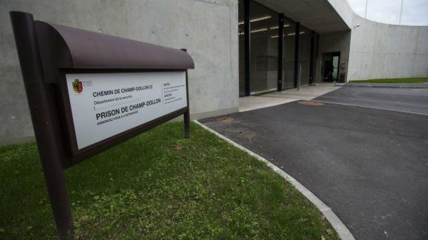 Das Gefängnis Champ Dollon, Eingang des Massnahmenzentrums La Paquerette für gefährliche Straftäter.