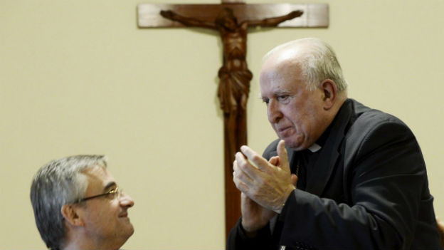 Der neue (l.) und der alte (r.) Bischof