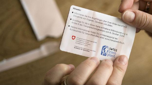 Organspenden sind im Moment nur mit ausdrücklichem Einverständnis möglich: Spenderausweis der Stiftung Swisstransplant.