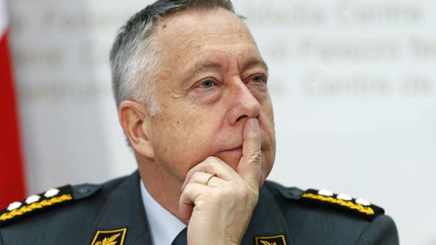 Armeechef André Blattmann während einer Pressekonferenz am 26. November 2013 in Bern.