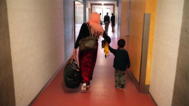Asylsuchende Frau mit Kind in der Empfangsstelle für Flüchtlinge in Basel.