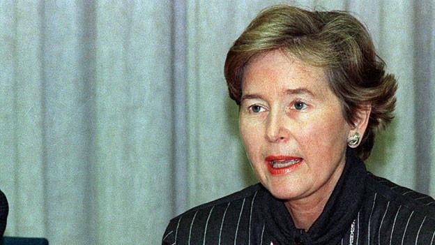 Am 12. Dezember 1988 gibt Bundesrätin Elisabeth Kopp ihren Rücktritt bekannt.
