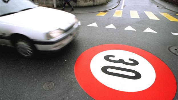 Mehrere schweizer Städte wollen ihre Tempo 30 Zonen ausbauen.