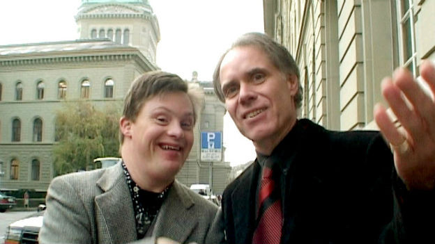Cyrill trifft Bundesrat Moritz Leuenberger.