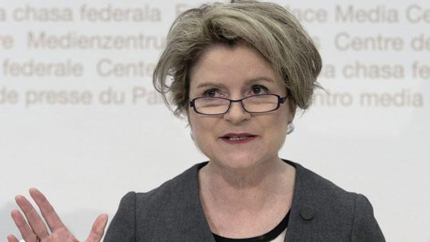 Marie-Gabrielle Ineichen-Fleisch, Direktorin SECO, kommentiert den 9. Bericht des Freizügigkeitsabkommens Schweiz-EU am 11. Juni 2013 in Bern.
