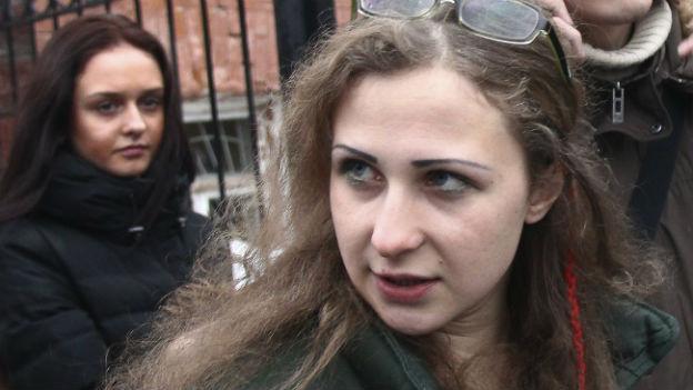 Die Kreml-kritische Aktivistin Maria Aljochina bei ihrer Freilassung.