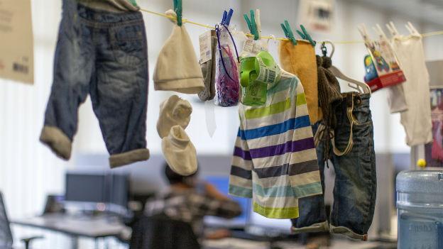 Kinderkleider enthalten gefährliche Chemikalien.