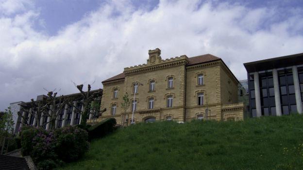 Die Universität Neuenburg.