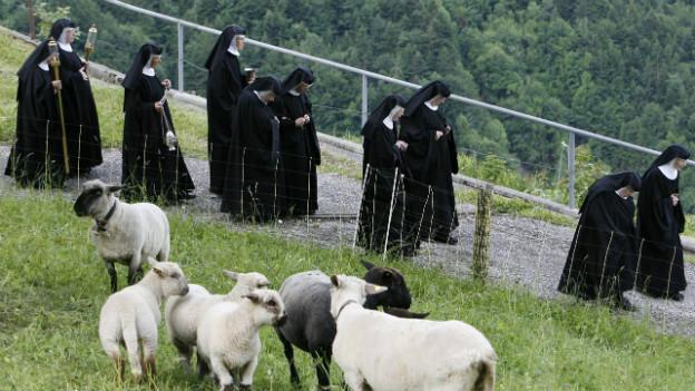Die Klosterfrauen von Maria-Rickenbach bei der Prozession zum Fronleichnamstag im Juni 2009.