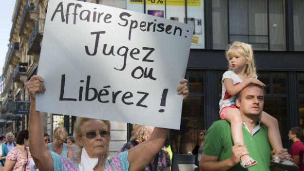 Proteste vor dem Gericht