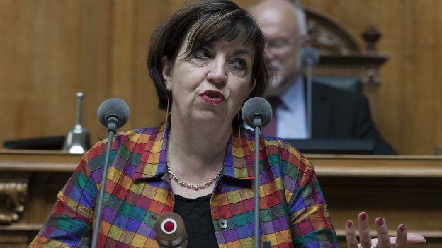 Maria Bernasconi, Genfer SP-Nationalrätin am Rednerpult im Nationalratssaal.