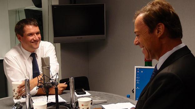 Christian Levrat (l.) und Christoph Mörgeli im Gespräch.