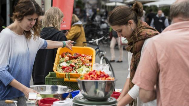 «Bern tischt auf - ein Fest aus überschüssigen Lebensmitteln» am 23. August 2014 in Bern.