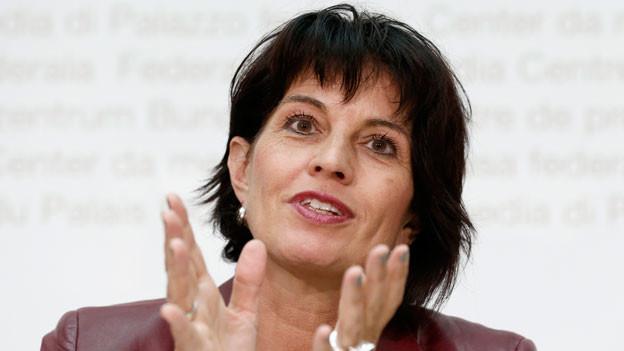 Bundesrätin Doris Leuthard spricht an einer Medienkonferenz des Bundesrates am 8. Oktober 2014 in Bern.