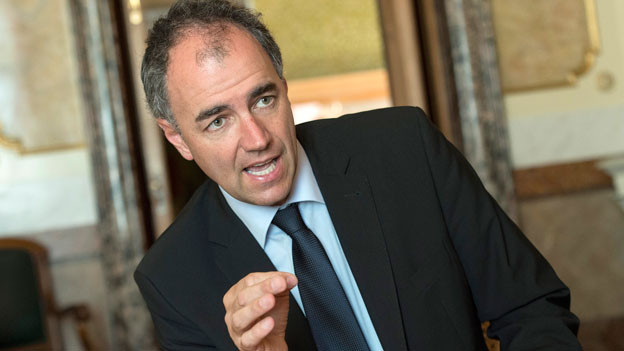 CVP-Parteipräsident Christophe Darbellay in der Wandelhalle des Bundeshauses am 13. Juni 2014 in Bern.