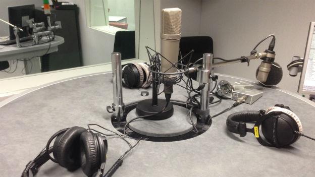 Der runde Tisch im Studio von SRF4 News.