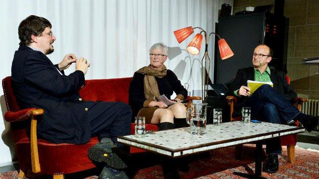 Podiumsteilnehmer v.l.n.r. Historiker Daniel Marc Segesser, Historikerin Beatrice Ziegler und Gesprächsleiter Daniel Eisner.