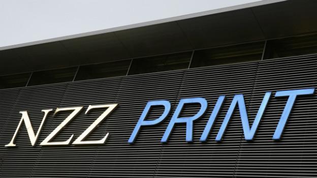 Das Logo an der Aussenfassade der NZZ-Druckerei in Schlieren.