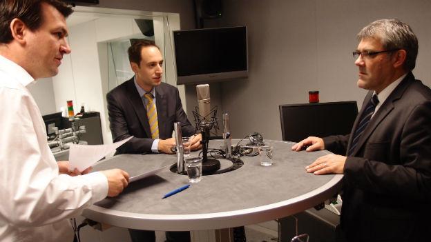 SP-Nationalrat Eric Nussbaumer und FDP-Nationalrat Christian Wasserfallen diskutieren im Studio.