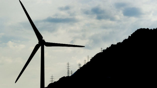 Aufnahme eines Windrades bei Charrat im Kanton Wallis.
