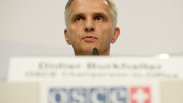 Das Bild zeigt den Kopf von Didier Burkhalter hinter dem OSZE-Rednerpult