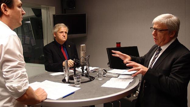 Die Ständeräte Peter Föhn (SVP) und Hans Stöckli (SP) diskutieren im Studio.