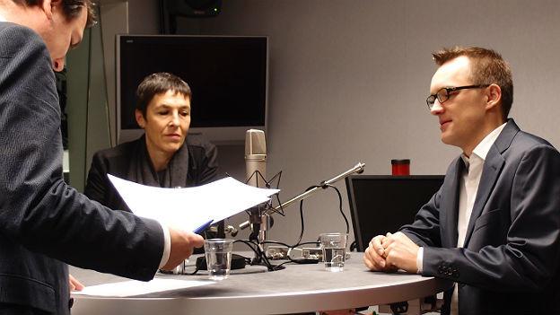 SP-Nationalrätin Barbara Gysi (Mitte) und IT-Spezialist Matthias Stürmer (rechts) im Studio.