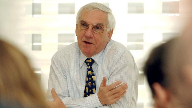Kurt Schiltknecht anlässli einer Medienorientierung vom Januar 2002 in Wilen.