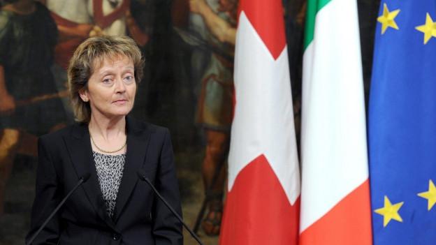 Auf dem Bild ist die Schweizer Finanzministerin Eveline Widmer-Schlumpf zu sehen bei einem Treffen in Rom mit dem damaligen Ministerpräsidenten Mario Monti im Jahr 2012