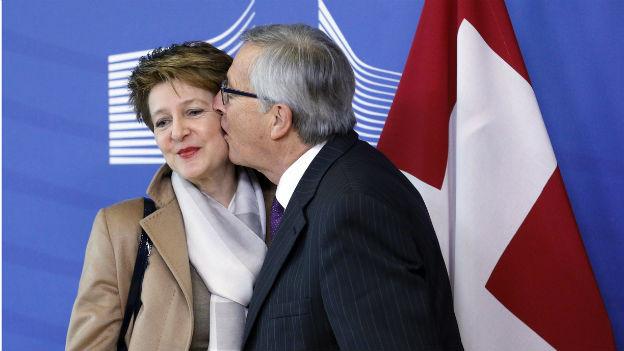 Ein Kuss von EU-Kommissionspräsident Juncker für Bundespräsidentin Sommaruga, aber sonst keine nennenswerten Resultate