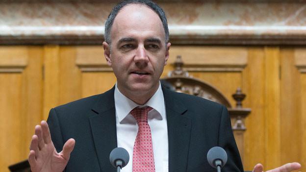 Christophe Darbellay, Parteipraesident CVP, spricht waehrend einer Debatte im Nationalrat am 18. Maerz 2015.