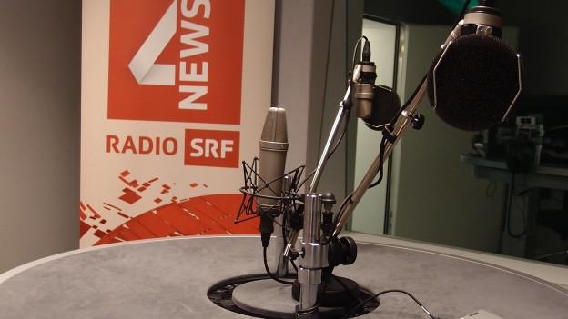 der Diskussionstisch im Studio von SRF4News