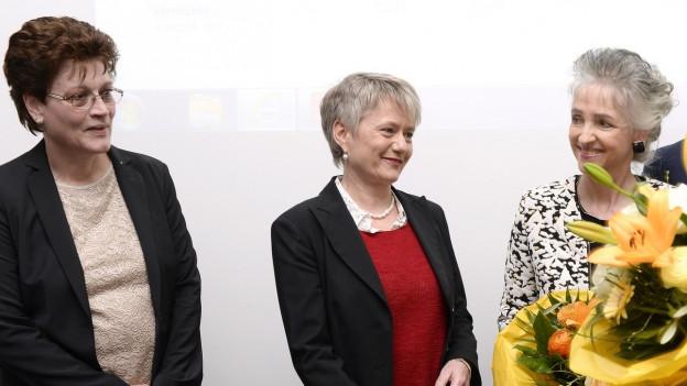 Auf dem Bild sind die drei neuen Zürcher Regierungsrätinnen zu sehen: Silvia Steiner, links, CVP, Jacqueline Fehr, Mitte, SP, und Carmen Walker Spaeh, rechts, FDP