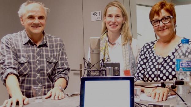 unsere Gäste stehen im Studio von SRF 4 News
