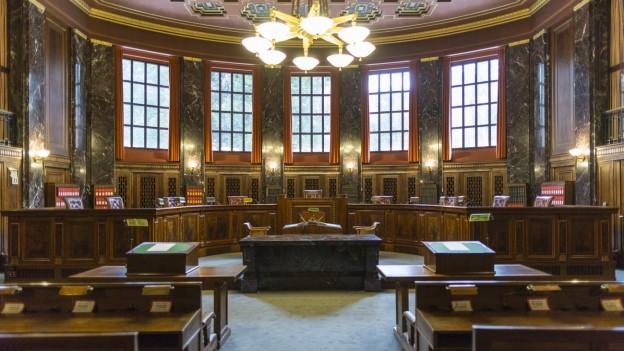 Viel Holz und hohe Räume: Der Grosse Saal im Bundesgericht in Lausanne.
