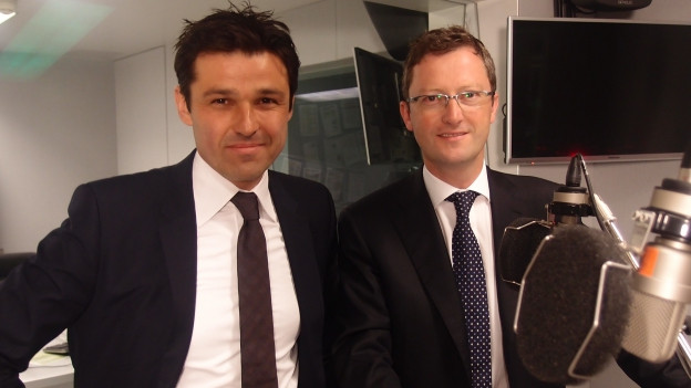 SP-Nationalrat Matthias Aebischer (links) und SVP-Nationalrat Peter Keller im Studio bei SRF 4 News.
