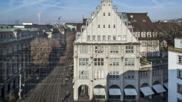 Der Blick von oben auf die Bahnhofstrasse mit Blick auf das Griederhaus.