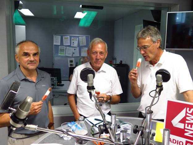 unsere Gäste mit Glacé im Studio von SRF4News