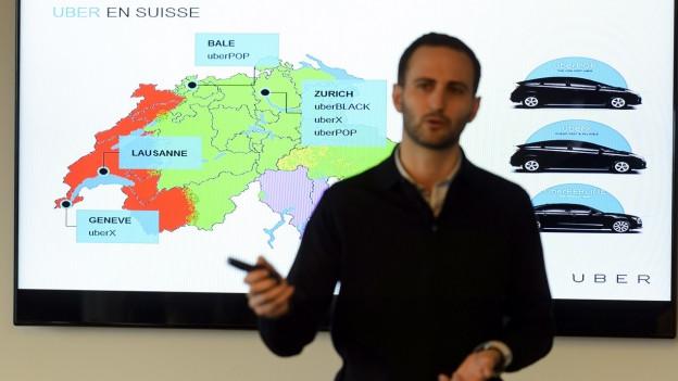 Steve Salom, der Generalmanager von Uber, kündigt im Januar 2015 an einer Medienkonferenz an, dass das Unternehmen auch in Lausanne seine privaten Taxidienste anbieten wird.