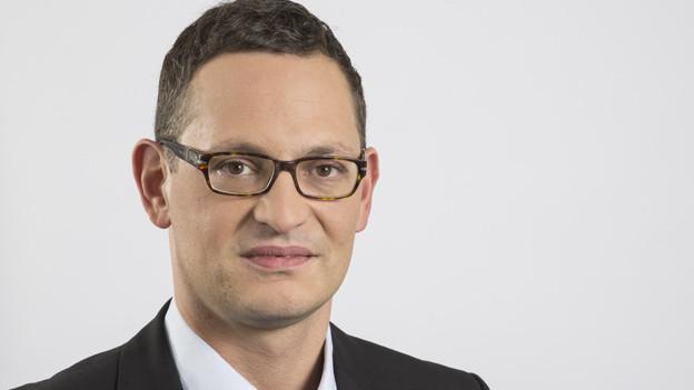Dr. Mark Herkenrath, geboren 1972. Mann mit Kurzhaarschnitt, Brillenträger.