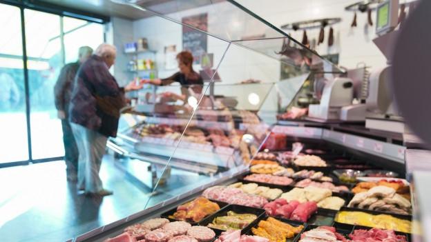 Zu sehen ist die Fleischauslage in der Metzgerei Nyffenegger im bernischen Zollbrück