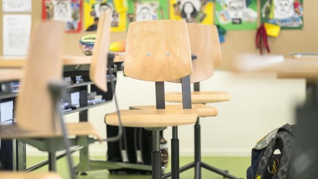 Ein leeres Klassenzimmer.