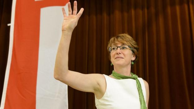 Fabienne Despot, Präsidentin der Waadtländer SVP, bei ihrem Auftritt dieser Woche an der Parteiversammlung in Noville.